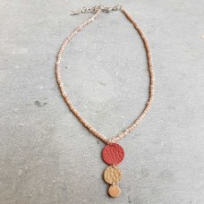 Leather Dots beige rood ketting